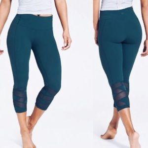 Athleta Mantra Capri Leggings Blue/Green Large